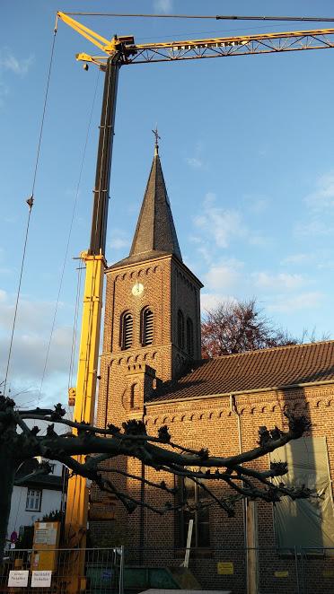 Kran & Kirche im Sonnenschein